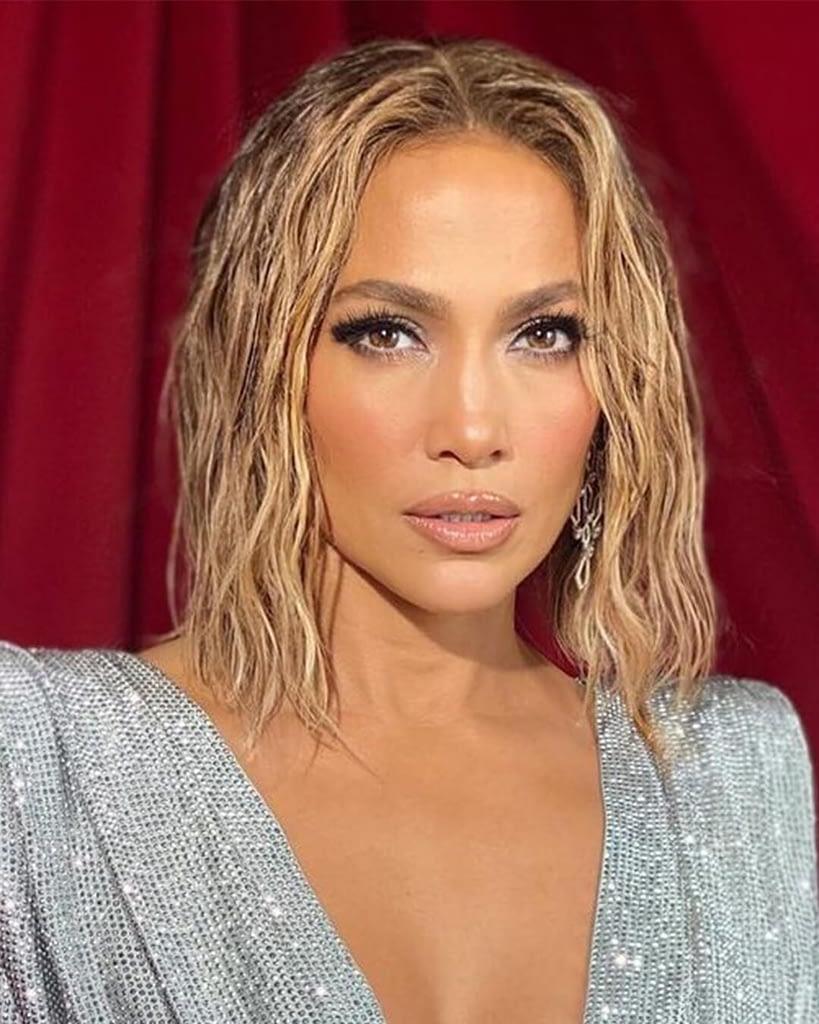 Jennifer Lopez  تسريحة الشعر المبلل